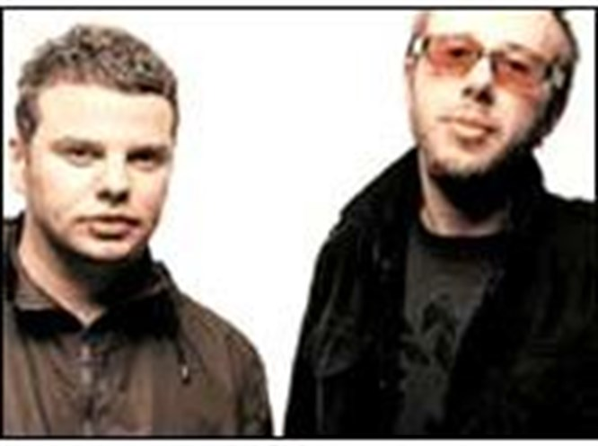 The Chemical Brothers Efes One Love'a geliyor